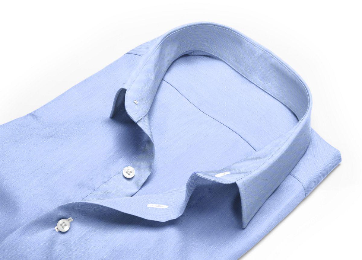 Chemise homme sur mesure col italien très ouvert bleu uni