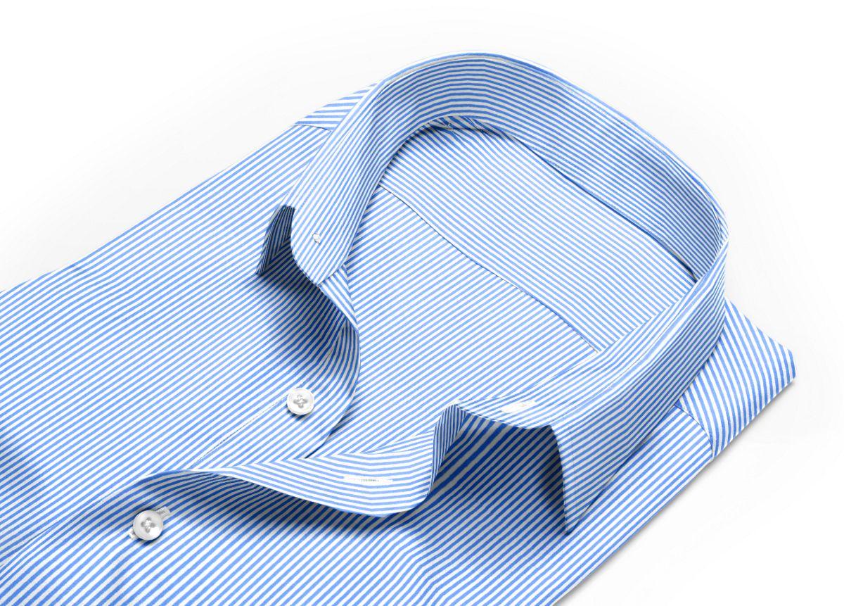 Chemise homme sur mesure col italien très ouvert bleu rayé