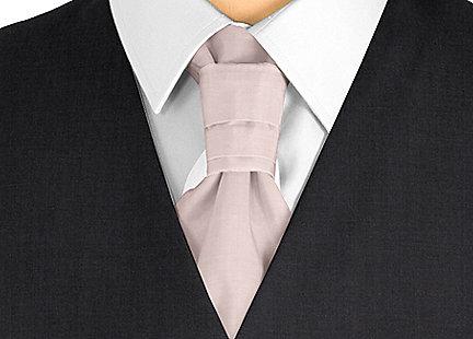 Cravalière en soie rose pâle
