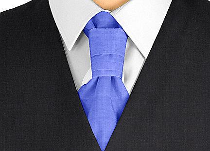 Cravalière en soie bleu roi